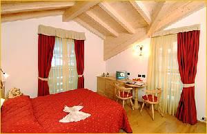Hotel rancolin moena for Loggia arredamenti