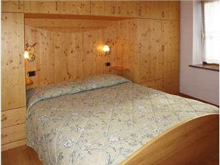 CAMERA MATRIMONIALE ROMANTIC*** - Camera Romantic con finestra e legno di abete rosso